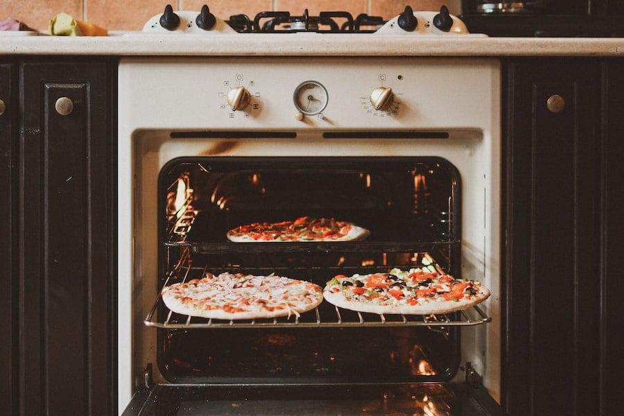 Four électrique et pizza faite maison