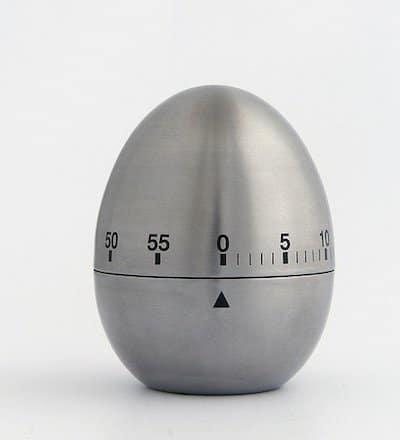 La durée du minuteur d'un four peut varier selon les modèles