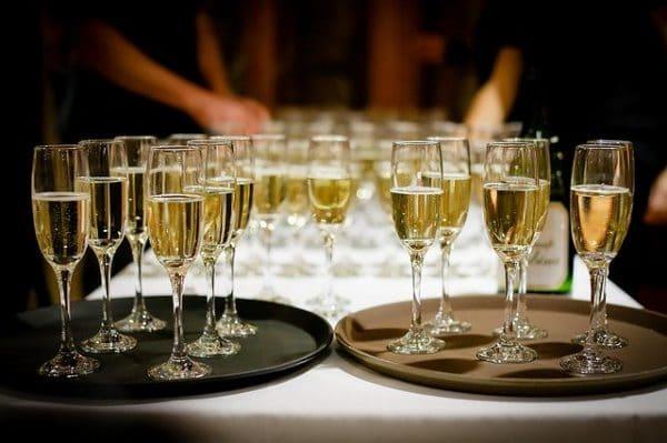 Coupes de champagne lors d'une récpeption