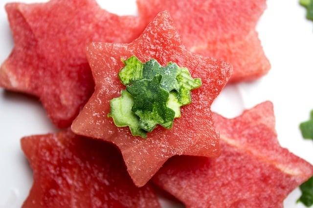 Pastèque découpée en forme d'étoiles