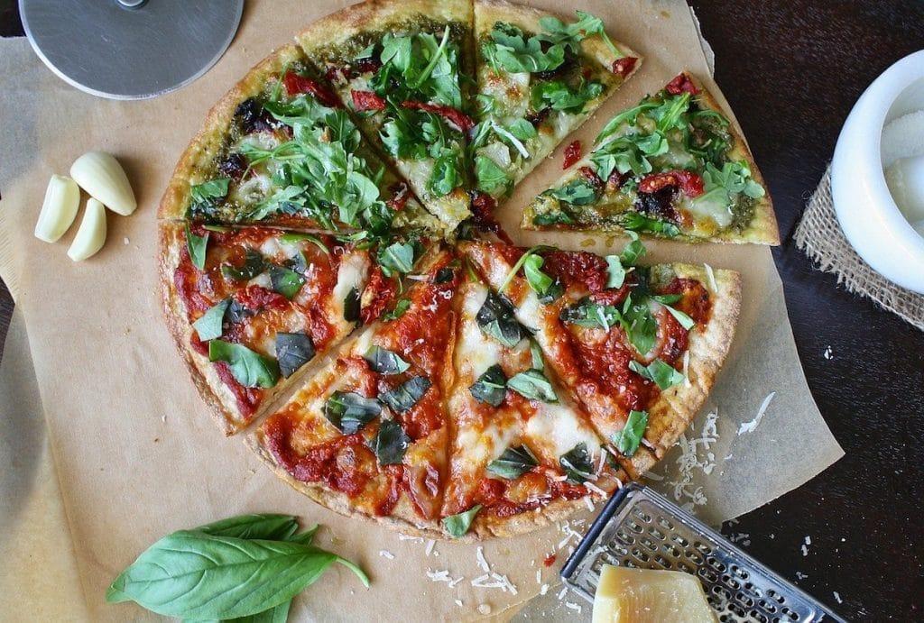 Les ingrédients à cuire avec la pizza
