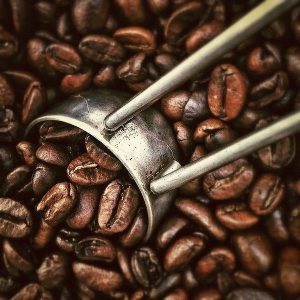 Grains de café entiers