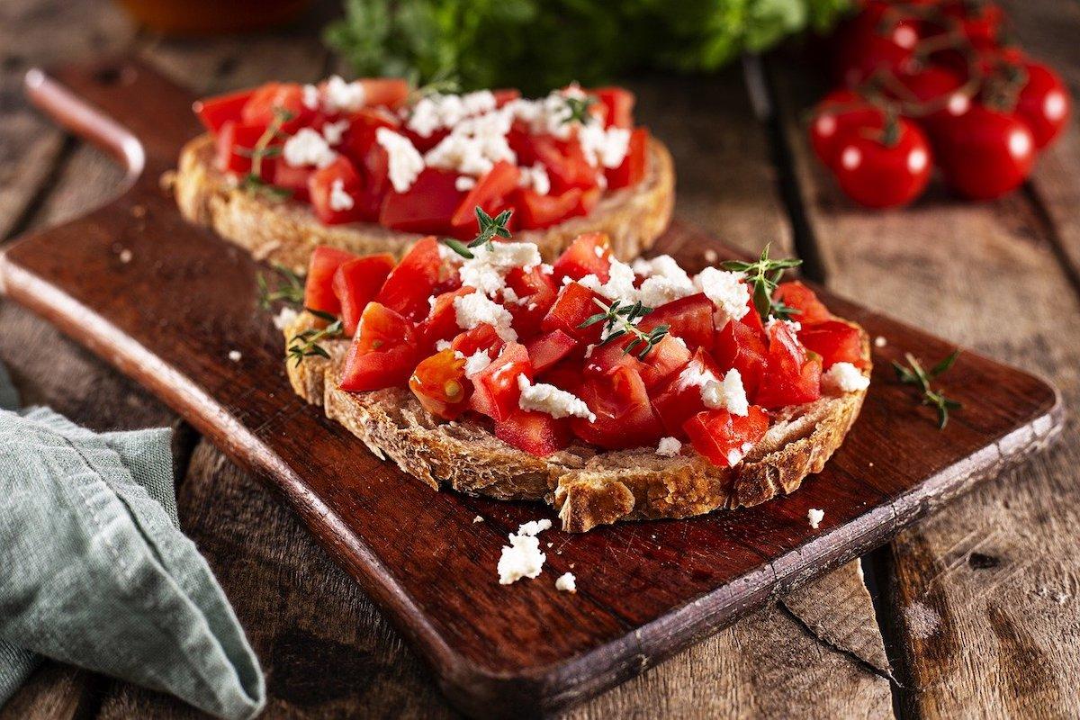 Recettes tartines tomates feta et basilic