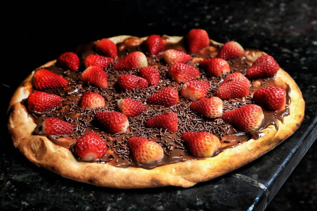 Pizza chocolat et fraises