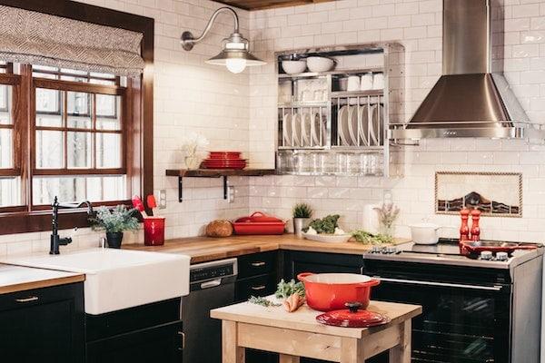 Installer une hotte de cuisine au mur