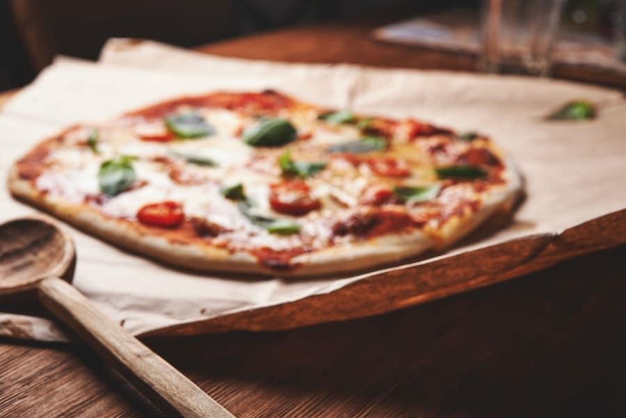 Pizza cuite et préparée avec de la levure chimique