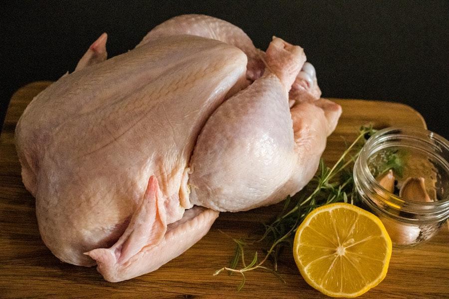 Préparation d'un poulet rôti au cookeo