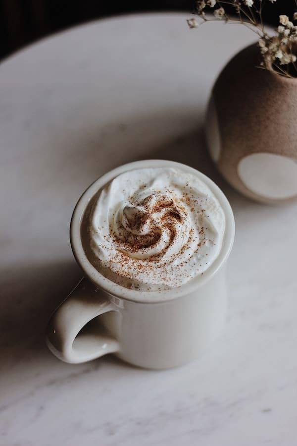 Chocolat chaud et chantilly